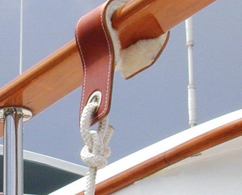fender-hooks-superyacht-suppliers-megafend-caprail