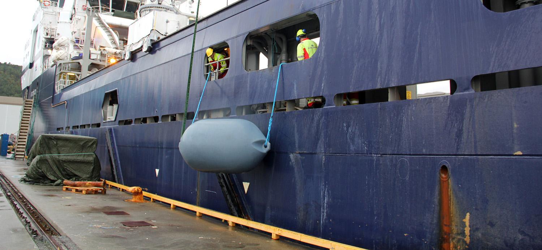 polyform-heavy-duty-fender-tanker-offshore-tug-sleper-binnenvaart-charter
