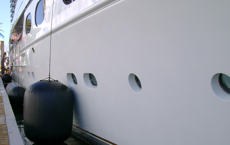 superyacht-fenders-stootwillen-aere-megafend
