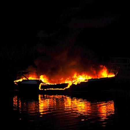 boat-boot-fireade-3%-brandblusmiddel-schuim-fire-extinguisher