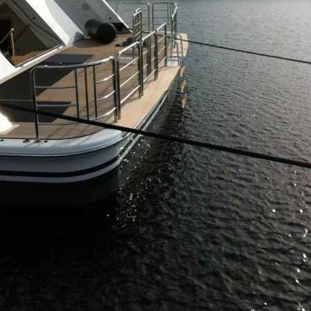superyacht-mooring-line-inflatable-fender